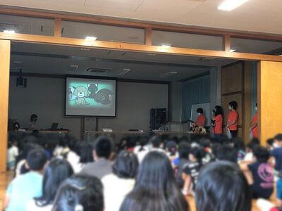城南小学校ビデオ視聴中